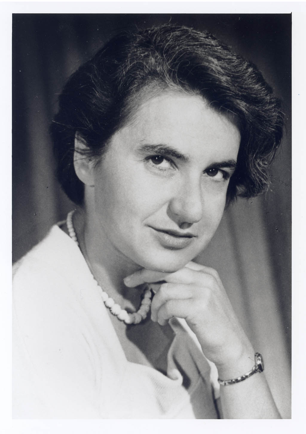 rosalind franklin Rosalind franklin is the dame of dna born in 1920, she used x-ray diffraction to take a picture of dna that changed biology photo 51, her picture of dna, was shown to james watson and francis crick without her knowledge by her colleague maurice wilkins who thought she was just a lab assistant when she was heading up her own projects.
