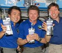 astronauts in space drinking water - photo #5