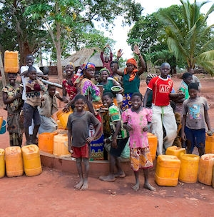 People around a well in Nivale, Mozambique